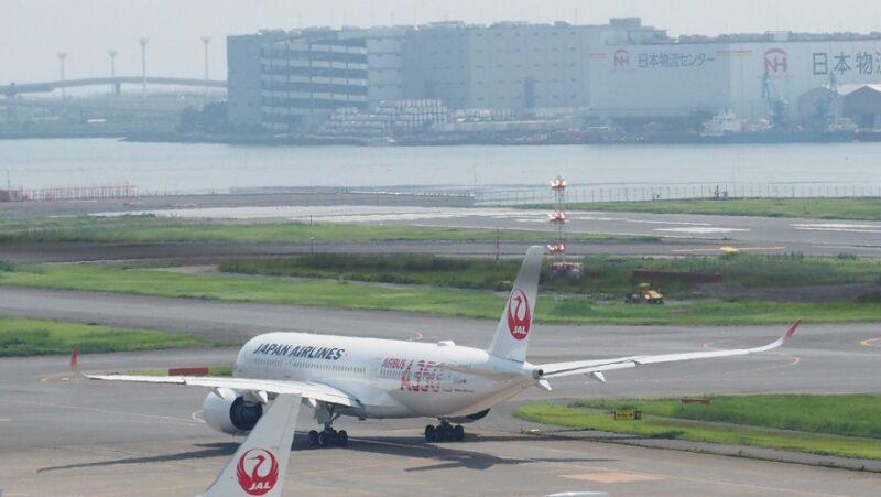 羽田空港第1ターミナル展望デッキから見るA350-900