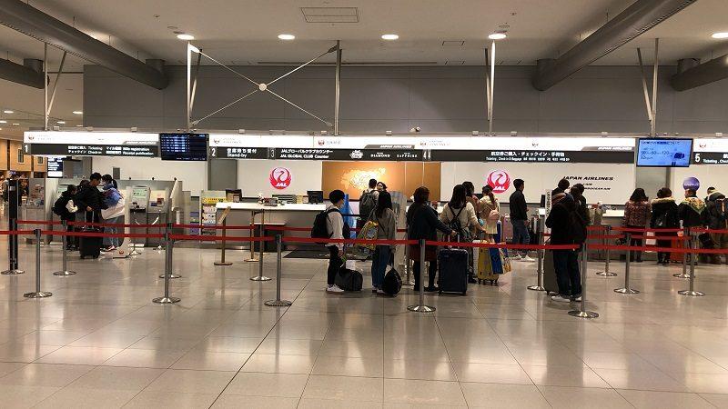 関西国際空港JALチェックインカウンター