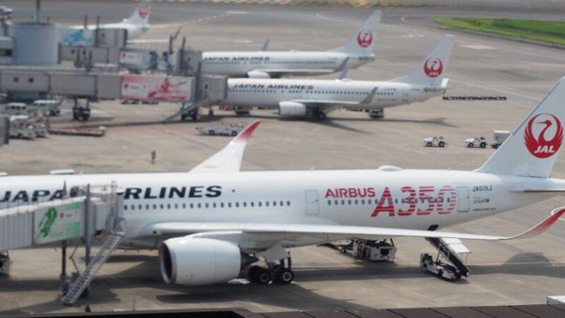 羽田空港第1ターミナルから見るJALA350-900 初号機