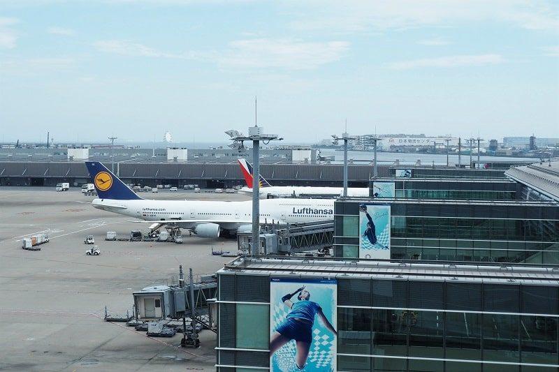 羽田空港第3ターミナルに駐機している飛行機