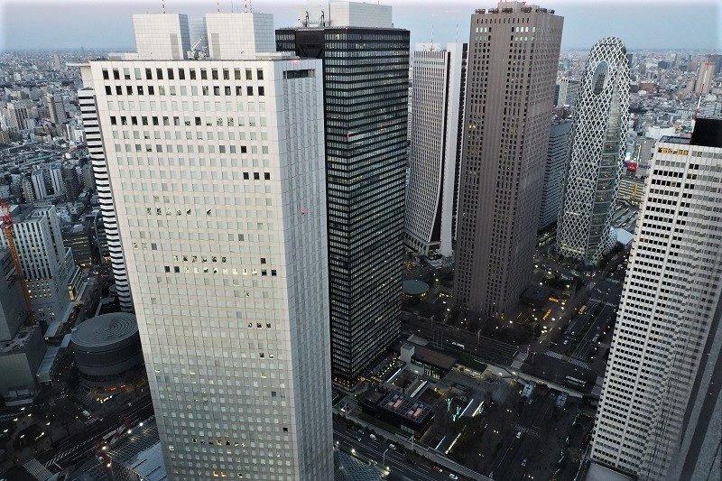東京都庁北展望室から見る新宿副都心の高層ビル群