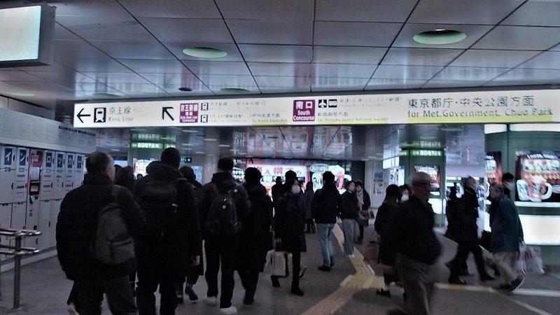 新宿駅西口から東京都庁への通路