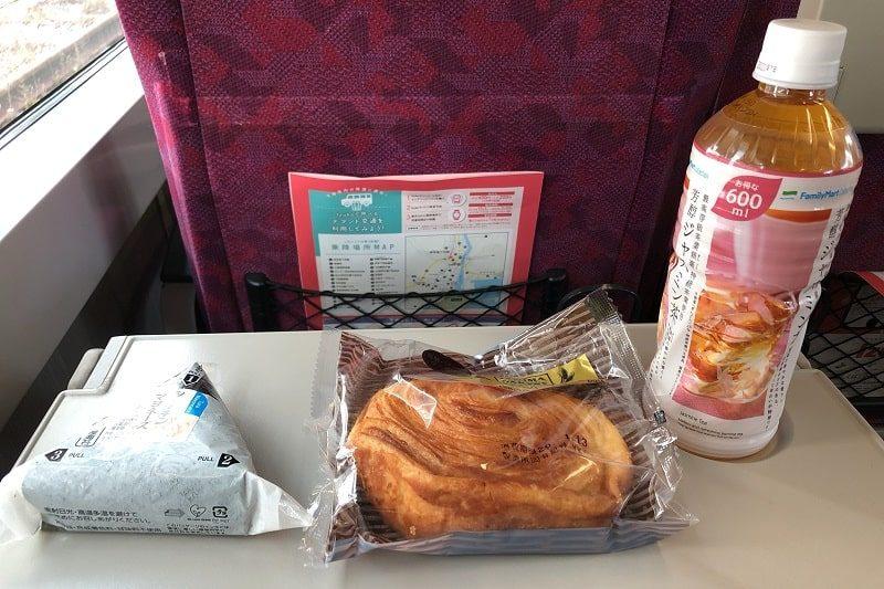 JR東日本普通列車グリーン車テーブル