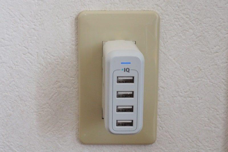コンセントに接続したAnker PowerPort4
