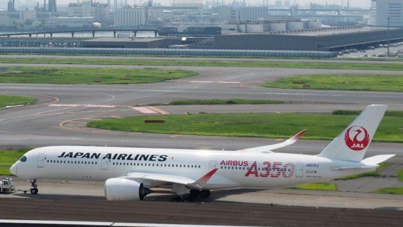 羽田空港を出発するjal A350-900