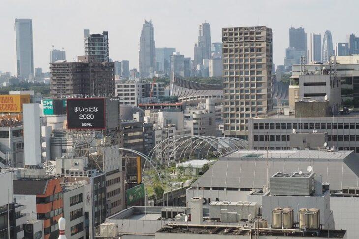 渋谷ヒカリエスカイロビーからみた新宿方面の眺望