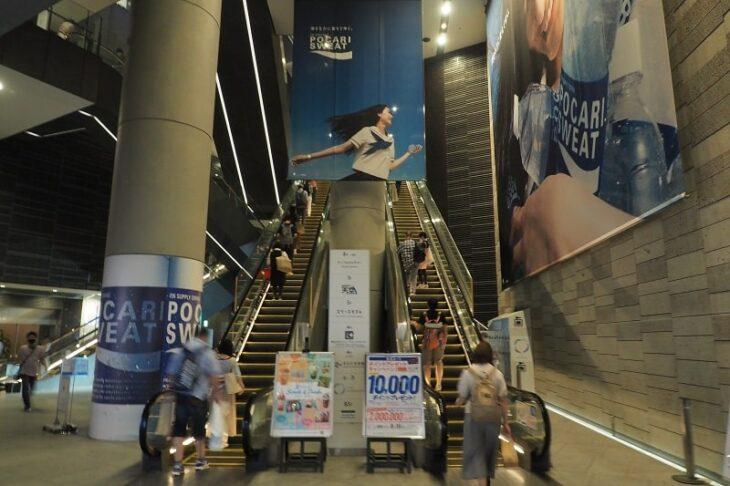 東京ソラマチ1階へ行くエスカレーター