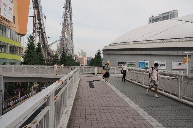 東京ドームへの歩道橋