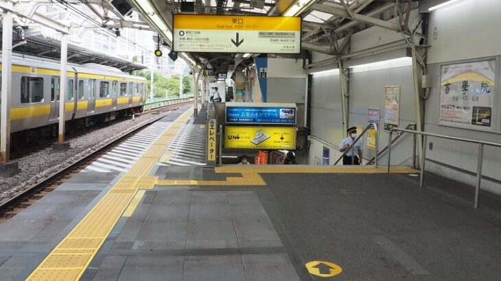 JR水道橋駅東口改札への階段