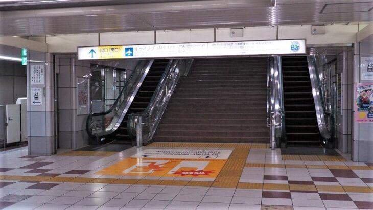 東京モノレール羽田空港第1ターミナル駅改札口行きエスカレーター