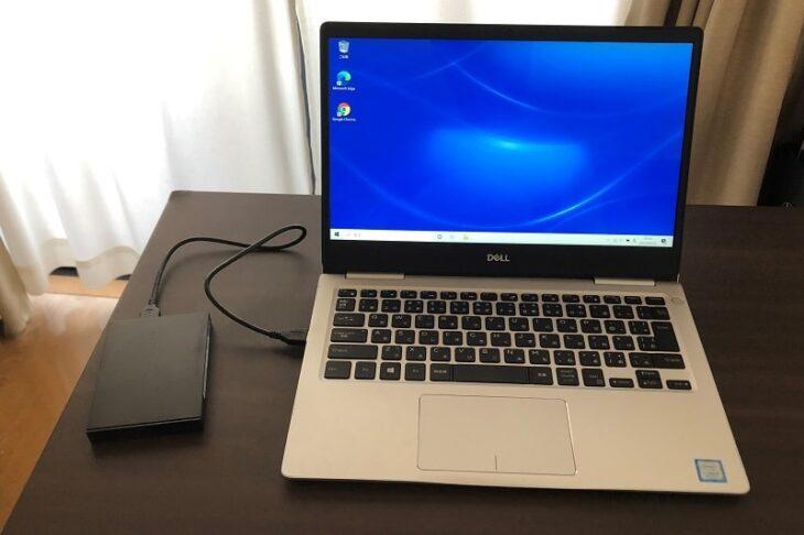ノートパソコンに接続した外付けSSD